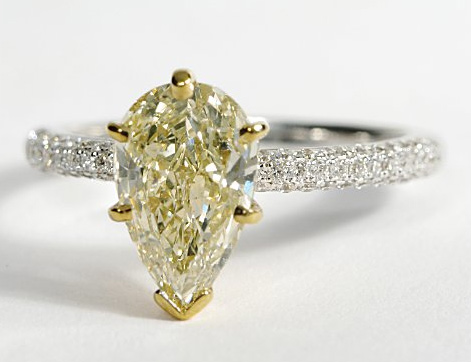 pear-shaped-engagement-rings-4